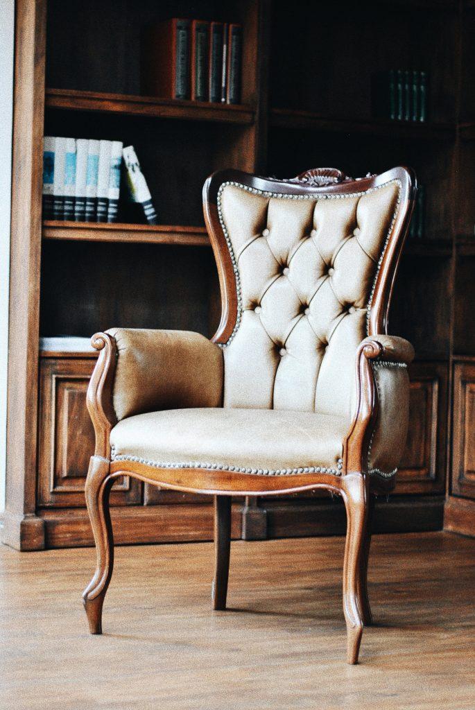 Faut-il obligatoirement opter pour un fauteuil bergère blanc ?